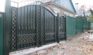 Фото процесса производства распашных ворот в Москве