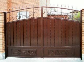 Металлические распашные ворота в Москве